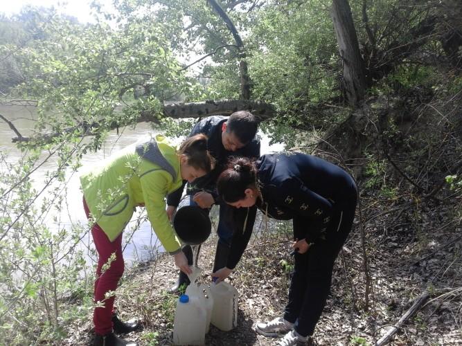 Cпільний відбір проб води між фахівцями Басейнової  лабораторії моніторингу вод та грунтів Дністровсько-Прутського БУВР та фахівцями лабораторій Республіки Молдови  і Румунії
