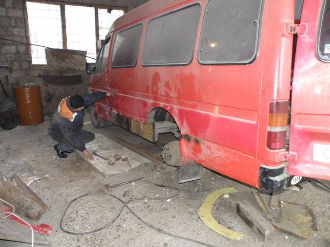 Кельменецьким  МУВГ  проводиться підготовка  техніки та механізмів до роботи, зокрема,  завершується ремонт автобуса ФОРД-Транзит