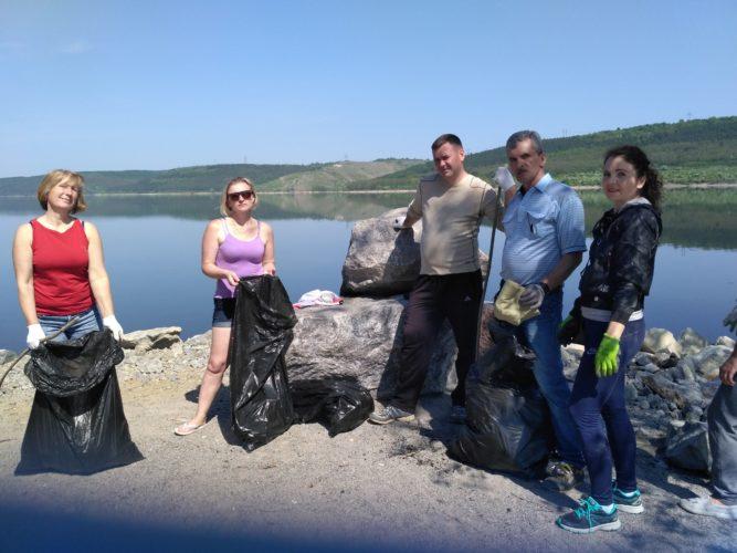 Очищення берегової зони Дністровського водосховища від побутового сміття