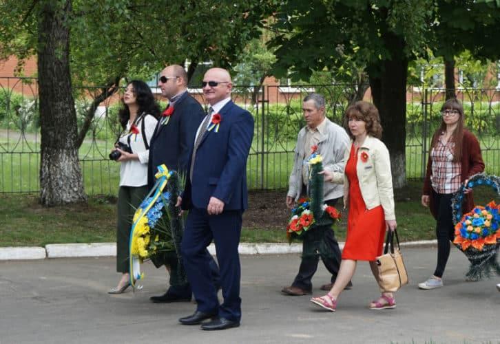 Колектив Новодністровського РУВР прийняв участь в урочистій ході містом та покладанні квітів до Стелли Визволителів