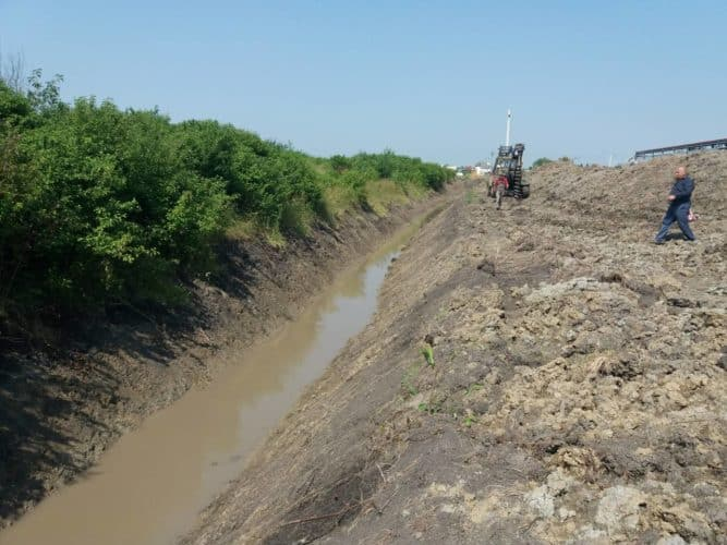 Поточні ремонти на внутрішньо-господарських меліоративних каналах